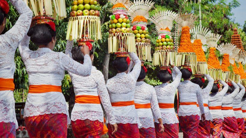 Traditions du monde coutumes culturelles et sociales